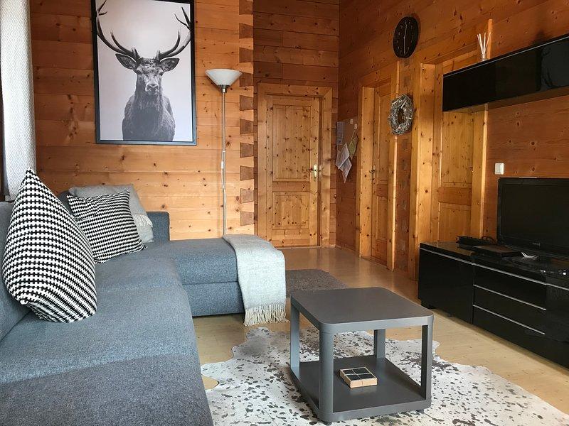 Comparta este hermoso chalet espacioso y confortable con increíbles vistas con amigos y familiares.
