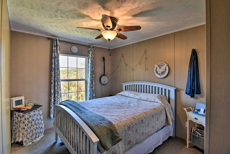 Two guests can share the comfort a queen bed at night.