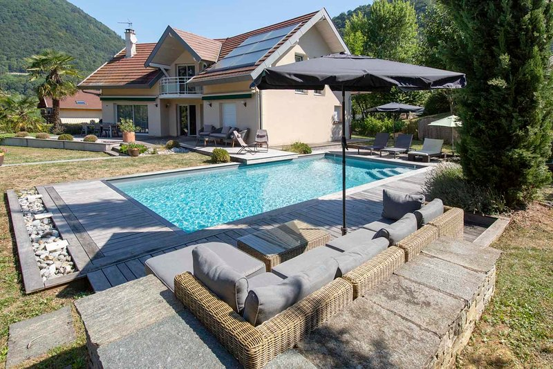 Menthon Villa with Pool, holiday rental in Echarvines