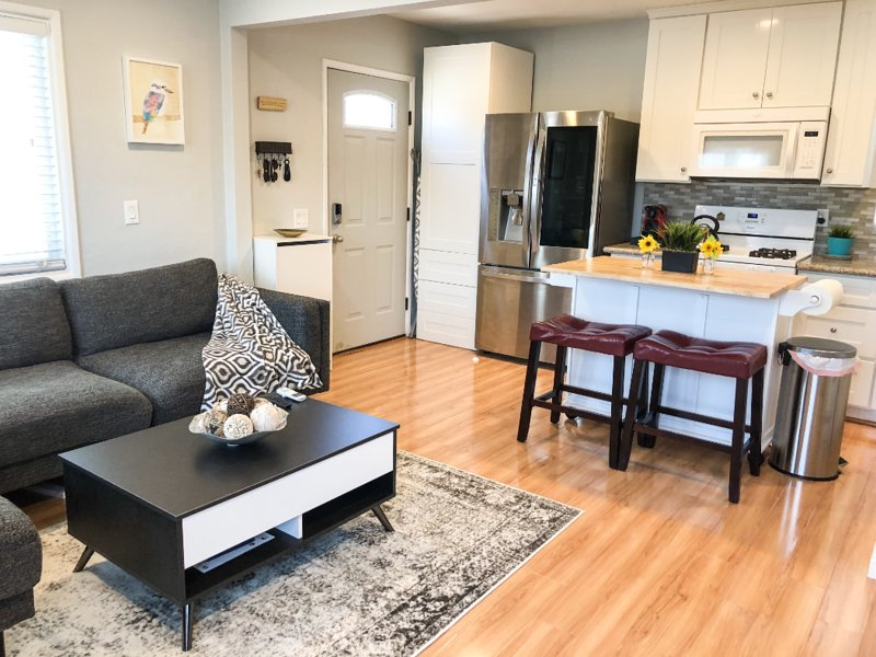 Fully facilitated 1BR stay + perfect location, vacation rental in Culver City
