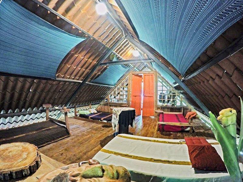 ECO BAMBOO JUNGLE LODGE, location de vacances à Naranjito