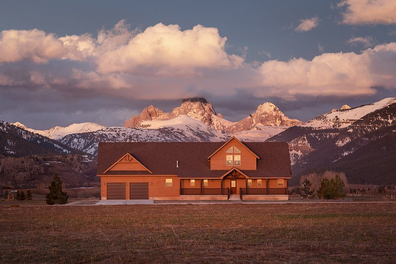 Rustic Retreat in the Heart of the Tetons, holiday rental in Felt
