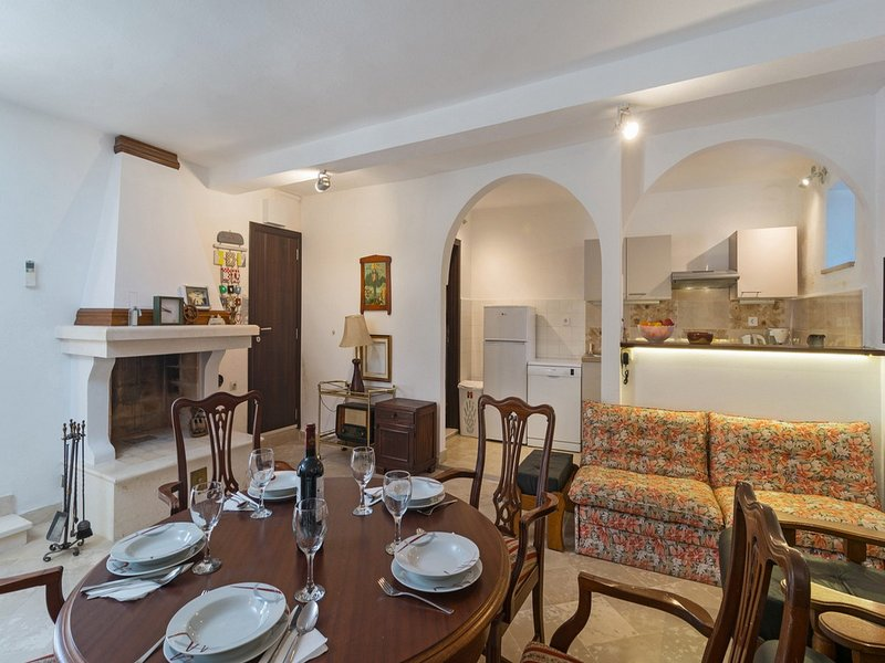 Villa Balarin - Five Bedroom Holiday Home with Terrace and City View, vacation rental in Bol