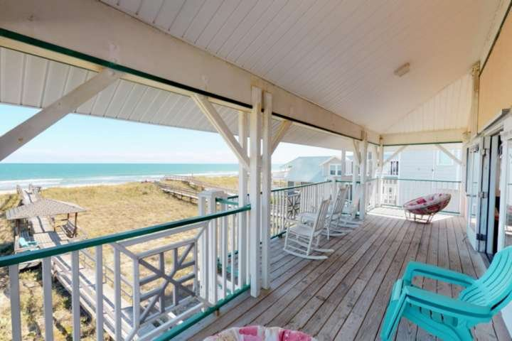 Relax on the one of the 2 large decks and enjoy the ocean views