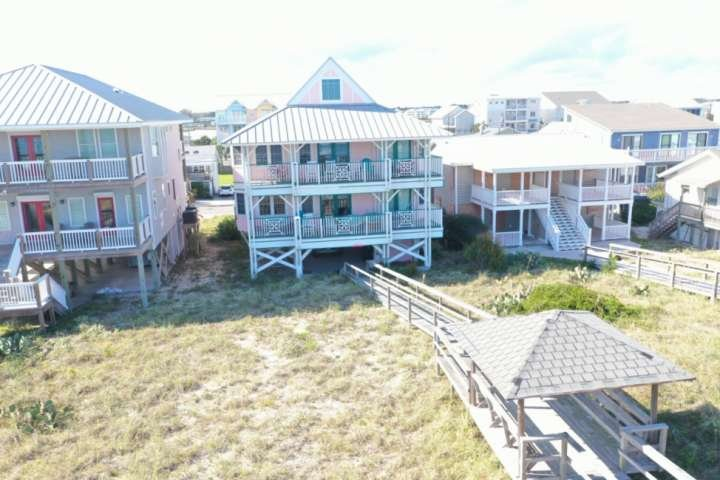 2 decks, gazebo, private dock, single family home, beachfront, 2 separate living areas each with a full kitchen, LegaSea has it all!