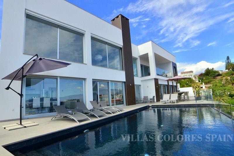 Villa Malaïka with its beautiful views and heated swimming pool, holiday rental in Salobrena