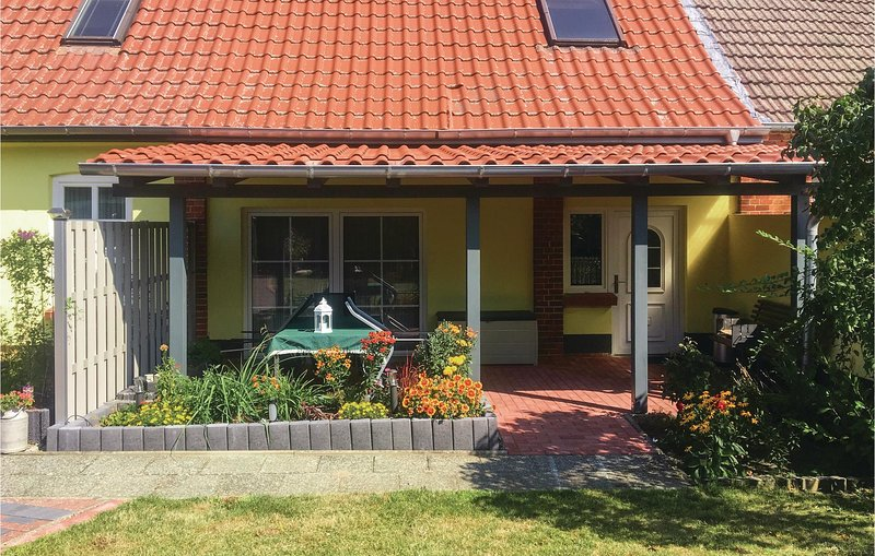 Awesome home in Klein Luckow with 2 Bedrooms (DMV407), holiday rental in Muhl Rosin