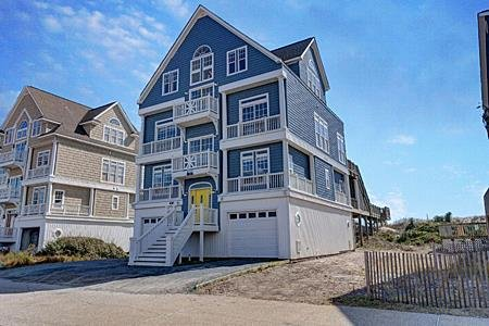Fantasea - 7BR Oceanfront House in North Topsail Beach with Hot Tub & Elevator, holiday rental in Topsail Island