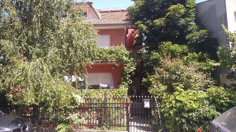 Pogled na kuću sa ulice