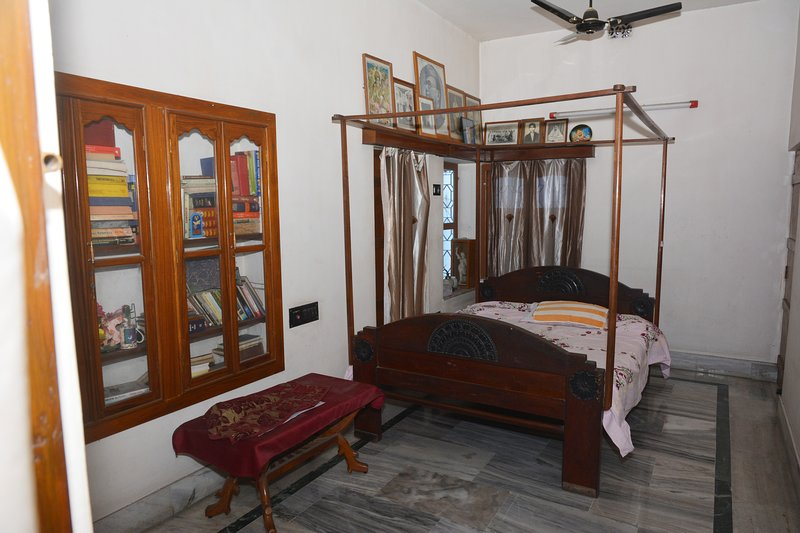 Hibiscus - Homestay, holiday rental in Chandannagar