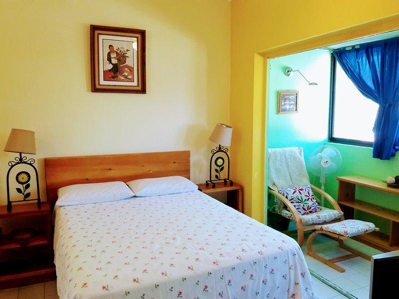 II Estudio con cocineta, acogedor y cercano al malecón, vacation rental in La Paz