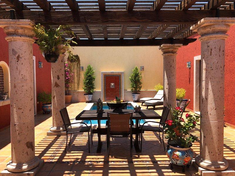 Elegant Colonial Hacienda Style Home, holiday rental in El Centenario