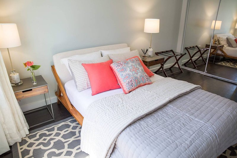 Private Room in Central LA, alquiler de vacaciones en Culver City
