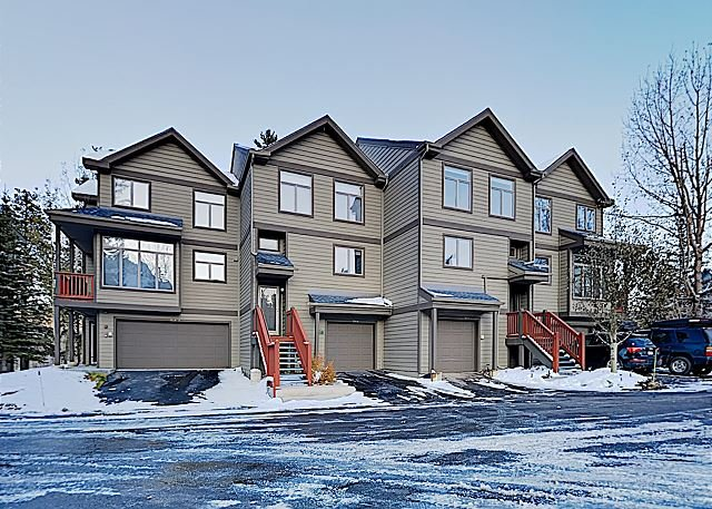 Frisco House Beside Lake Dillon w/ Private Hot Tub - Minutes to Skiing, vacation rental in Frisco