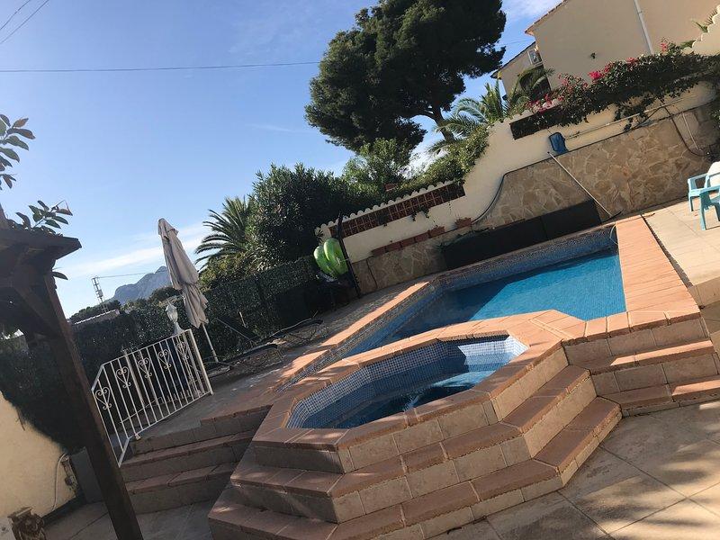 Villa La Madrigueras Eight (plus two) person Villa 900mtrs from La Fustera Beach, vacation rental in Benissa