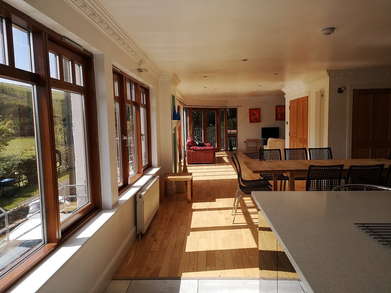 Fabulous recently upgraded 5 bedroom house sleeps 13 - Dunvegan at Eye View,, holiday rental in Borders