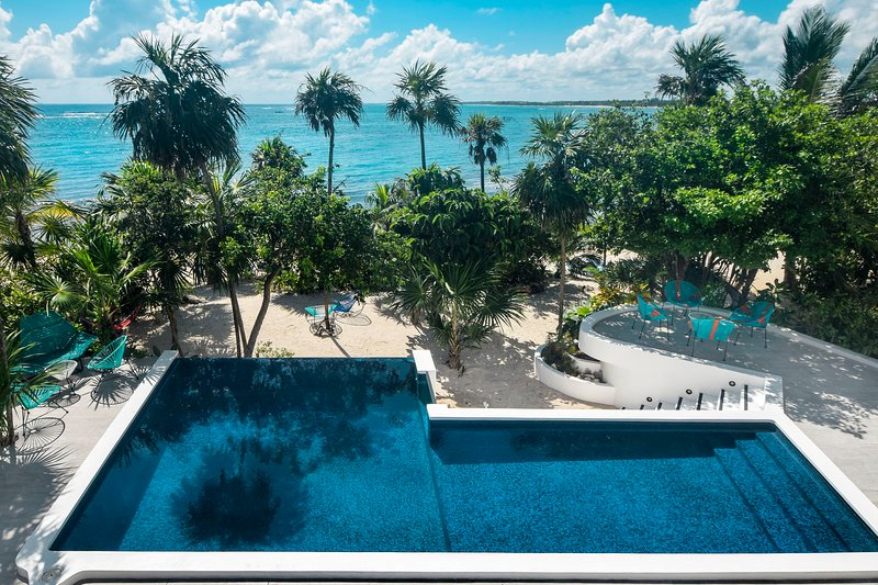 Outstanding beachfront villa with infinity pool & Chef included, vacation rental in Tulum