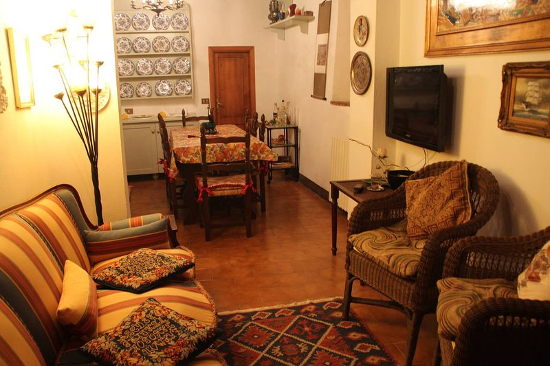 Your home in the medieval heart of Cetona, 300 m walking by the main square, holiday rental in Cetona