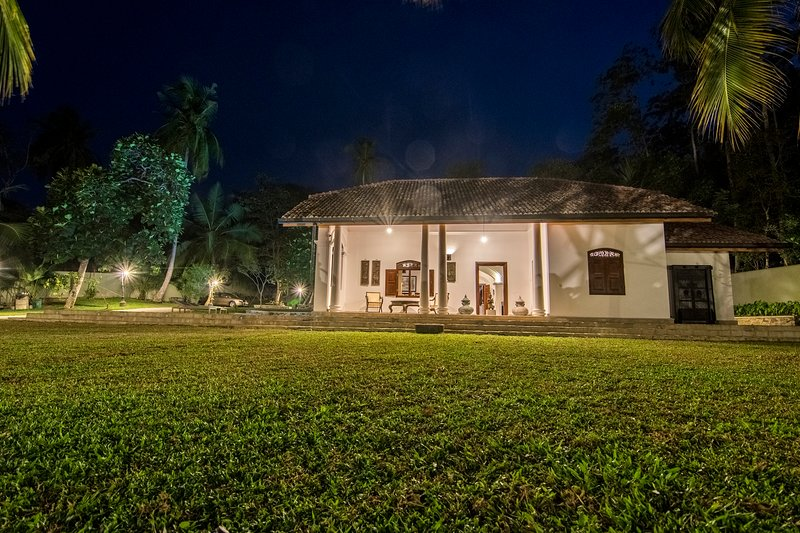 The Dutch House - 3BR Modernised Dutch House w/ Pool + Serene Lake View, vacation rental in Koggala