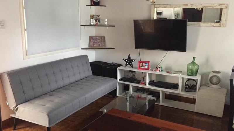 Salle à manger, TV 43 '' avec femme, cablevision et wifi. Air conditionné