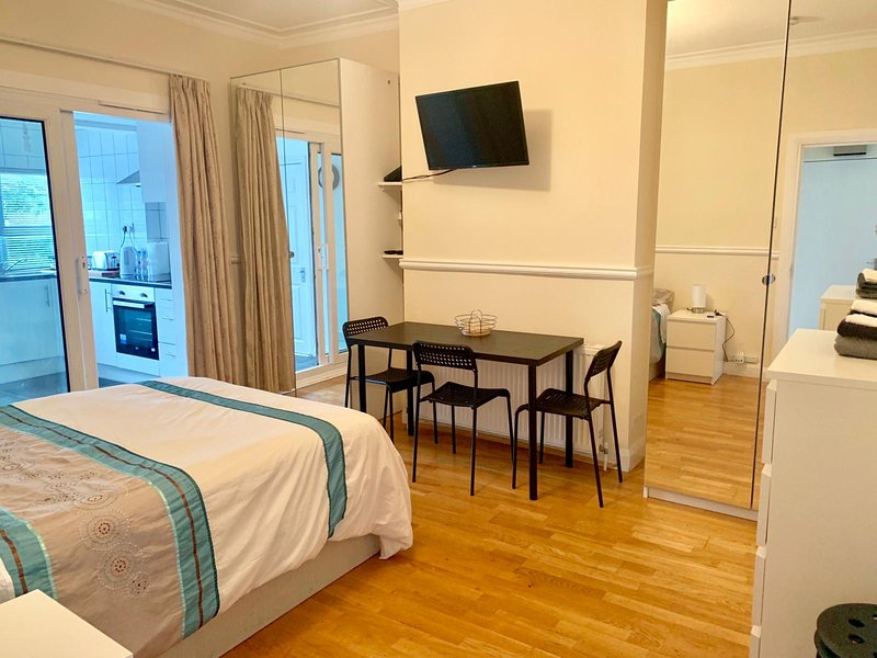 Studio flat, holiday rental in Colindale