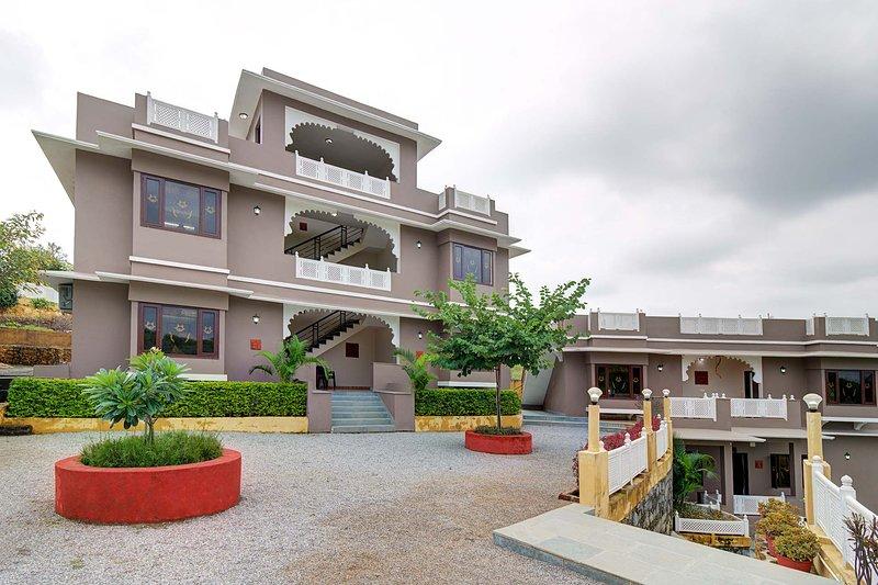 Mewar Mansion by Vista Rooms, holiday rental in Bhujra