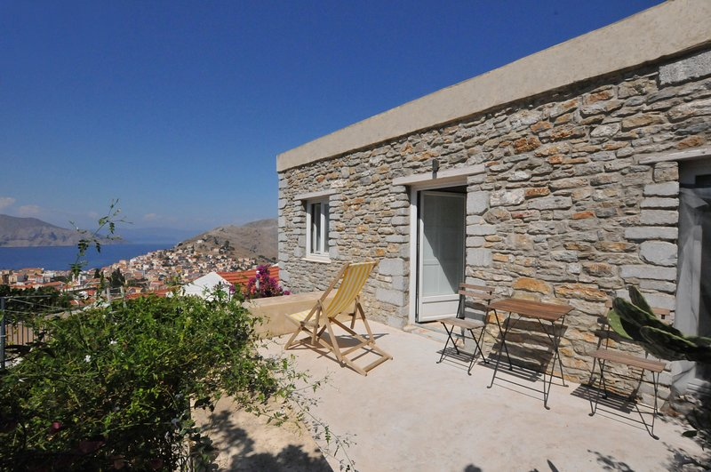 SYMI MUSEO HOUSE TOWER, holiday rental in Ano Symi