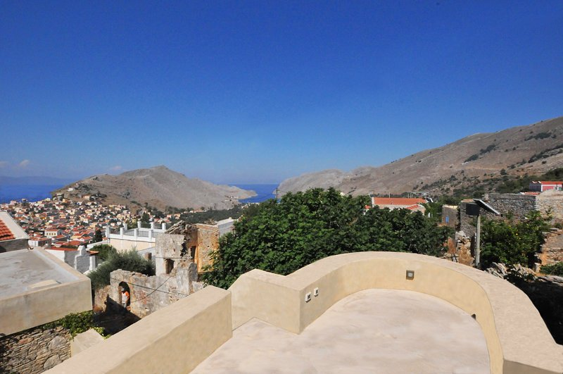 SYMI MUSEO HOUSE TERRACE, holiday rental in Ano Symi