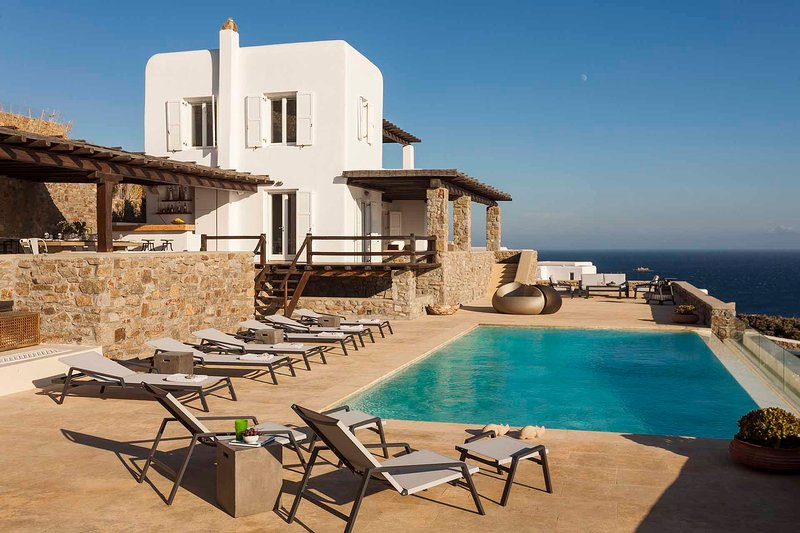 BlueVillas | Villa Cecile | Stunning property with private pool & sunset view, location de vacances à Agios Ioannis