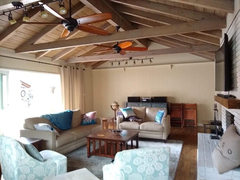 Beautiful and Spacious 4 BR. Relax in Manhattan Beach, holiday rental in Gardena