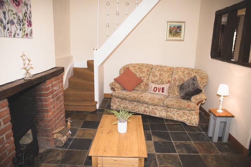 ⭐️ Beautiful Summer Cottage in the Heart of Suffolk ⭐️, holiday rental in Brandeston