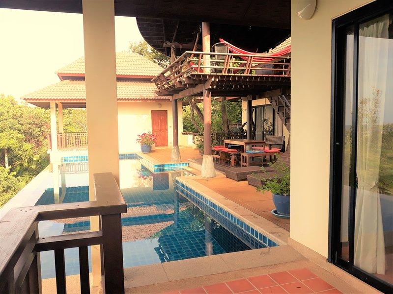 Sala piscine et terrasse