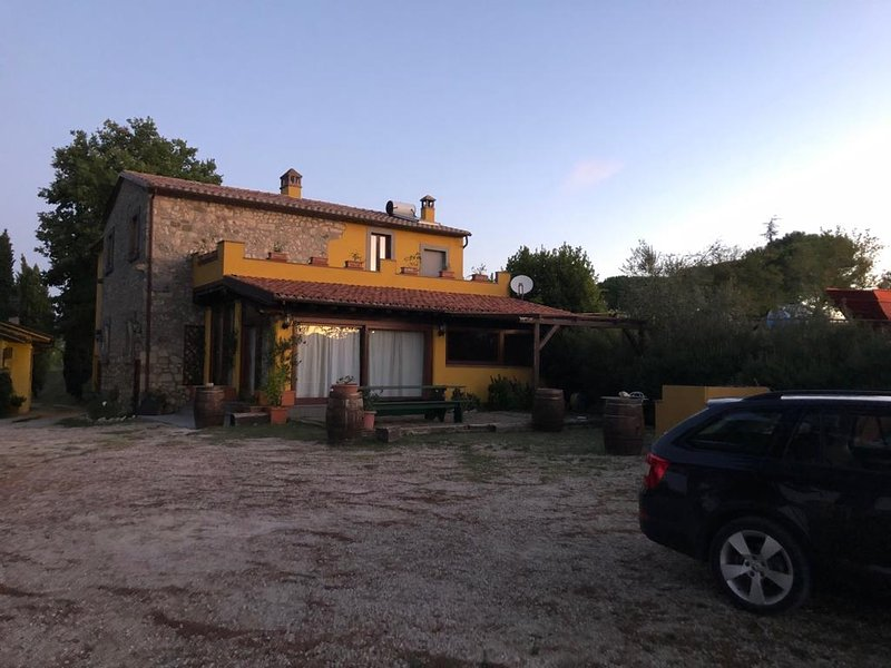 Appartamento indipendente in fattoria, location de vacances à Civitella del Lago