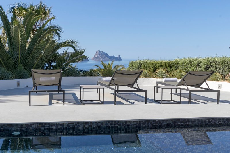 Villa Calypso, holiday rental in Cala Comte