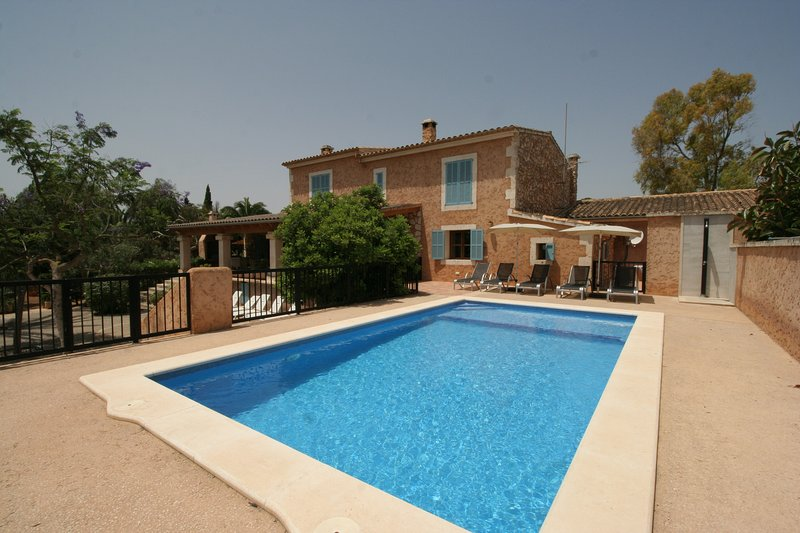 Geräumige Finca nur 1km bis zum Strand, Pool, Küstenblick, Gasgrill, Gratis-Wifi, casa vacanza a Cala Millor
