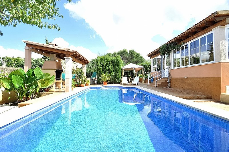 CASA MAR BLAVA in Bahia Azul residential area with private pool. Childen welcome, holiday rental in Puig de Ros
