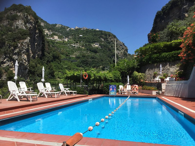 Le Rose 9 with terrace, pool & parking, vacation rental in Ravello