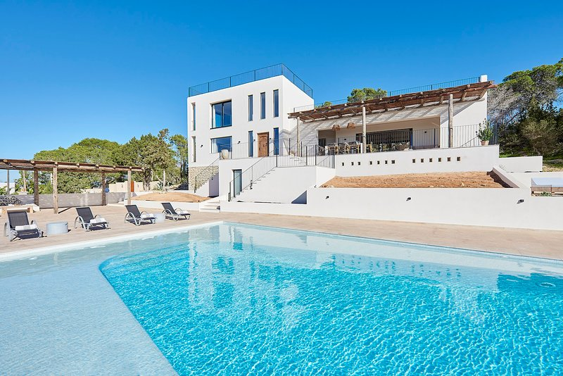 Villa Oeste, holiday rental in Cala Comte