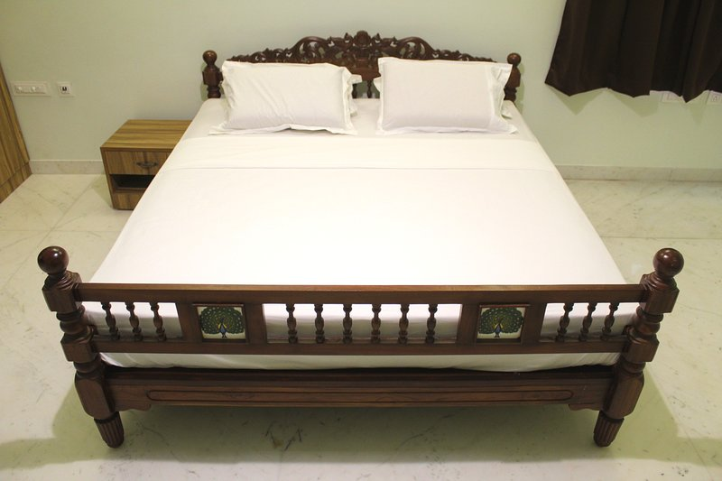 Indian King Residency Deluxe King Size Bed