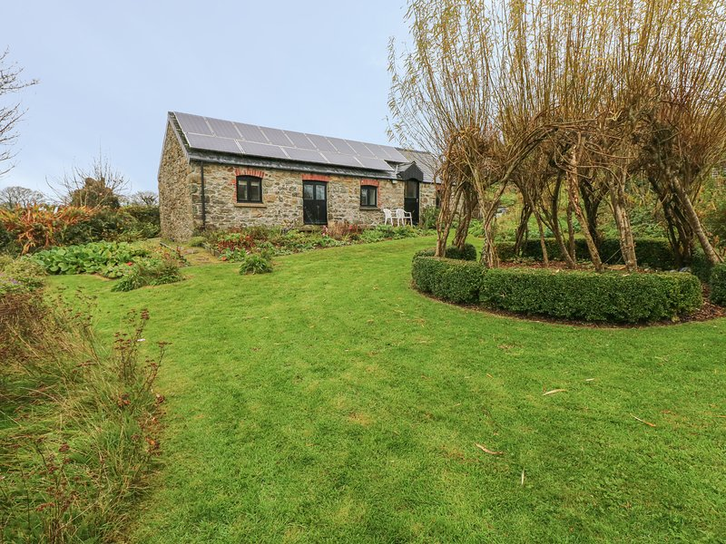 FRONRHYDD FACH, WiFi, countryside views, Letterston 2 miles, Ref 971412, holiday rental in Letterston