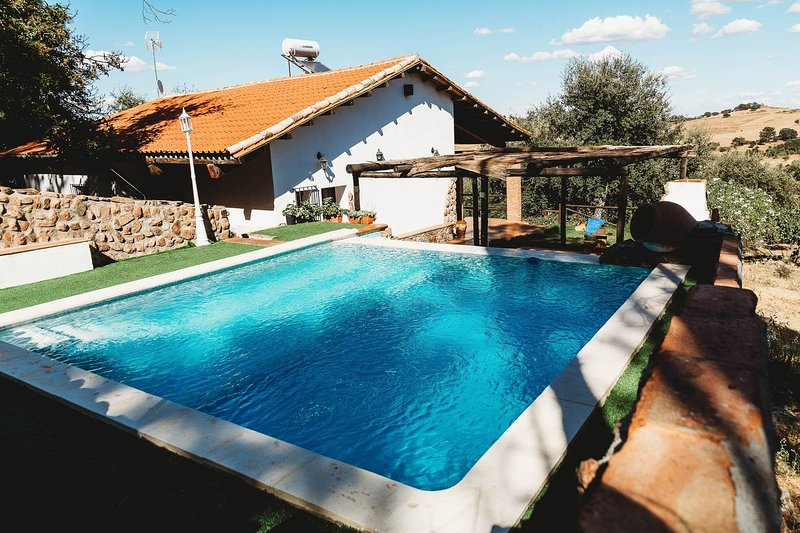 Spacious villa with swimming-pool, holiday rental in Segura de Leon