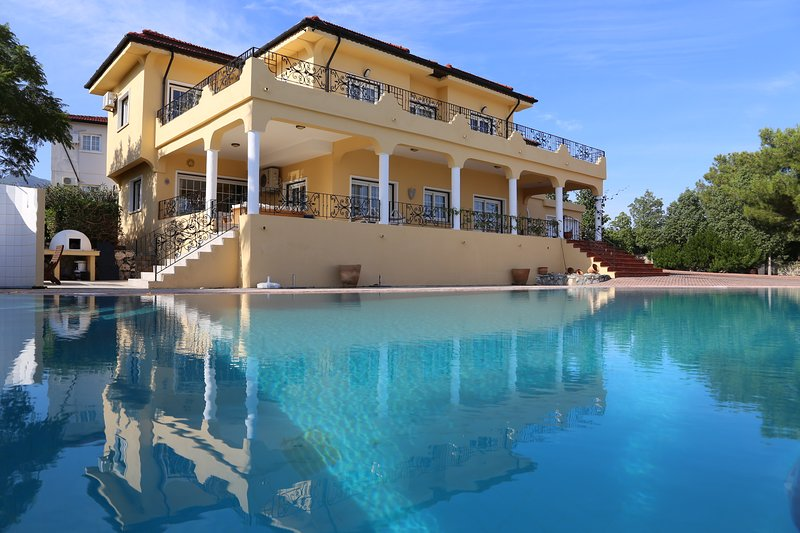 Katophia, Luxury Villa, Amazing Views, holiday rental in Kayalar