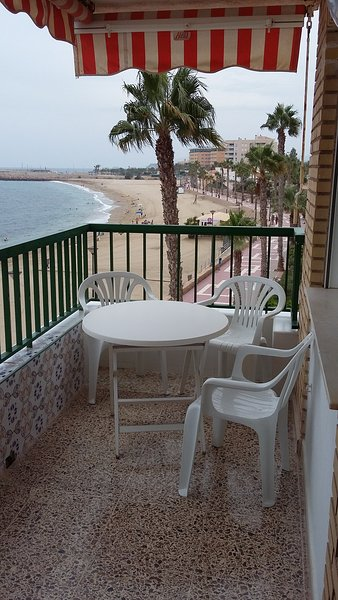 Apartment with shared pool, location de vacances à Aguilas