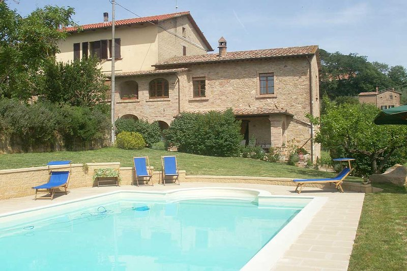 Charmingly rustic apartment within walking distance of Montepulciano, holiday rental in Sant'Albino