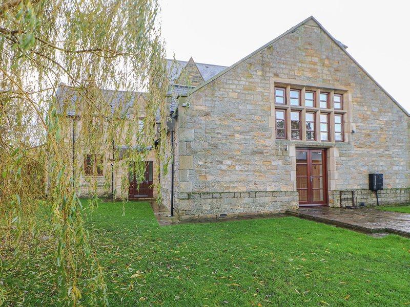 BRIDGE HOUSE en-suite shower, WiFi, woodburning stove, enclosed garden in, vacation rental in Wolsingham