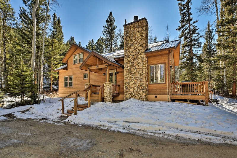 Salida Sanctuary on 10 Private Acres w/ Large Deck, holiday rental in Monarch