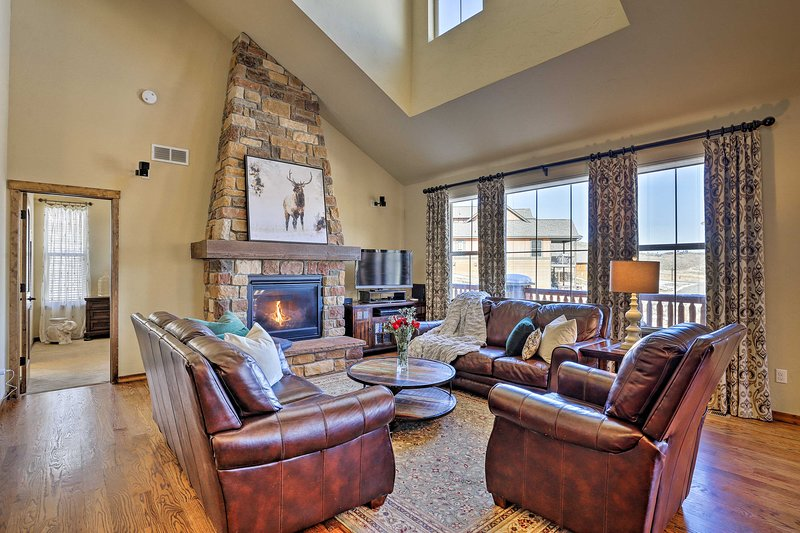 NEW! Granby Getaway w/Ski Hill View on Golf Course, holiday rental in Hot Sulphur Springs