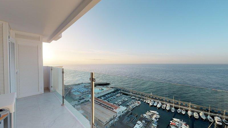 5 ★ APARTMENT & SERVICE OCEAN VIEW FREE PARKING & WIFI, location de vacances à Radazul