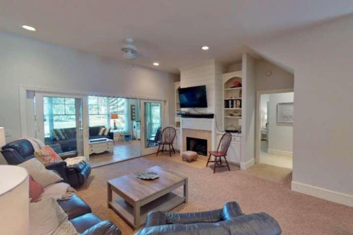 Relájese en esta espaciosa habitación familiar después de un duro día en la playa.