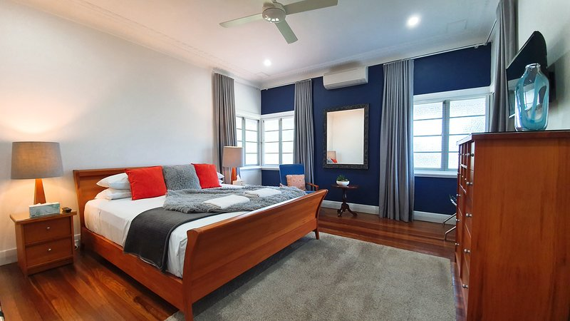 Classic Queenslander home with polished timber floors, vacation rental in Stratford